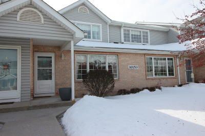 Franklin Condo/Townhouse Active Contingent With Offer: 10153 W Whitnall Edge Dr #D