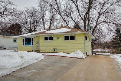 Waukesha Single Family Home Active Contingent With Offer: 1012 Summit Ave