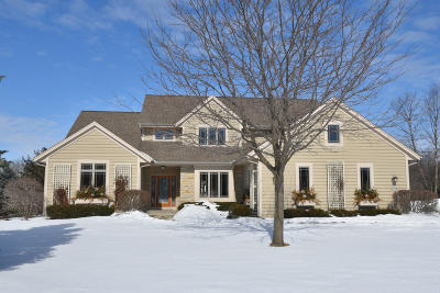 Pewaukee Single Family Home For Sale: N36w22698 Long Valley Rd
