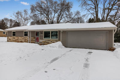 Muskego Single Family Home Active Contingent With Offer: S65w13837 Sherwood Ct