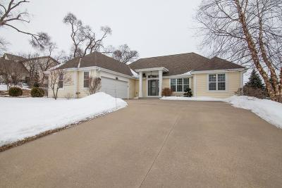 Oconomowoc Single Family Home Active Contingent With Offer: 1417 Clearwater Dr