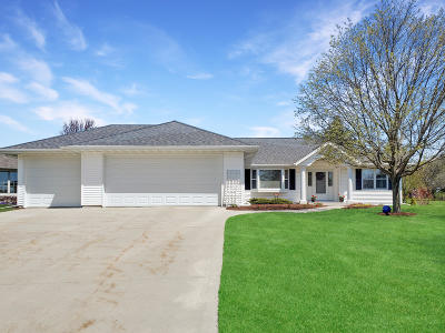 Sheboygan Falls Single Family Home For Sale: 986 River Meadows Drive