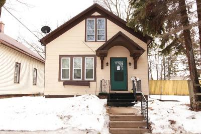 Sheboygan Single Family Home For Sale: 819 Lincoln Ave
