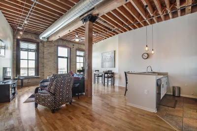 Milwaukee Condo/Townhouse Active Contingent With Offer: 141 N Water St #51