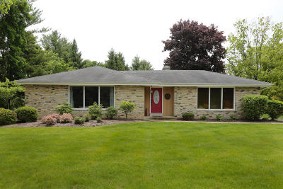 Mequon Single Family Home Active Contingent With Offer: 6131 W Chapel Hill Rd