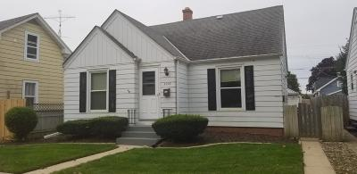 Racine Single Family Home Active Contingent With Offer: 1027 Layard Ave