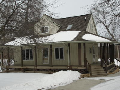 Single Family Home Active Contingent With Offer: 8117 E Wind Lake Rd