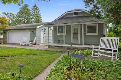 Delavan WI Single Family Home Active Contingent With Offer: $194,900