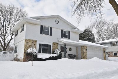 Port Washington Single Family Home Active Contingent With Offer: 525 Summit Dr