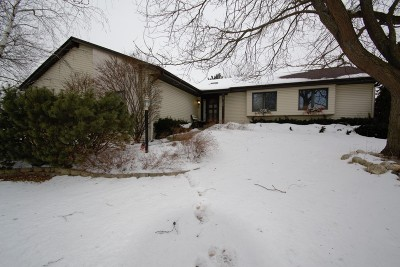 Waukesha Single Family Home Active Contingent With Offer: 3126 Rolling Ridge Dr