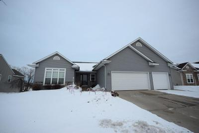 Hartford Single Family Home Active Contingent With Offer: 1236 Huron Way