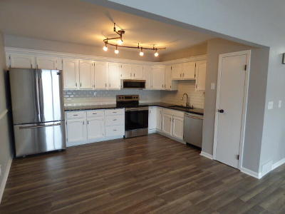 Franklin Condo/Townhouse Active Contingent With Offer: 10245 W Parkedge Cir #B