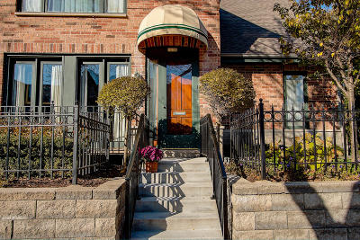 Milwaukee Condo/Townhouse For Sale: 1038 E Ogden Ave