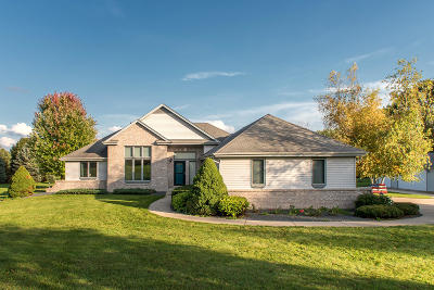 Single Family Home Active Contingent With Offer: W260s7450 Oakdale Dr