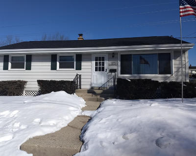 Waukesha Single Family Home Active Contingent With Offer: 1540 Cedar Ln