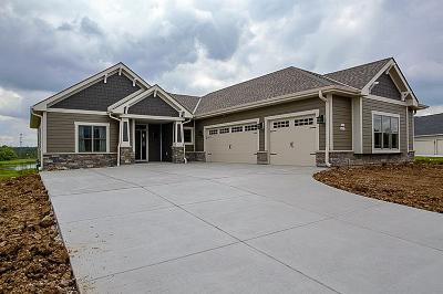 Menomonee Falls Single Family Home For Sale: W186n8855 Duke St