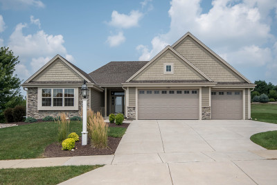 Waukesha Single Family Home For Sale: 1606 Mohican Trl