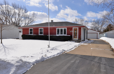 Racine Single Family Home Active Contingent With Offer: 6736 Lone Elm Dr
