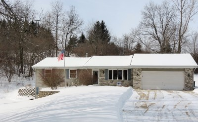 Kewaskum Single Family Home Active Contingent With Offer: 8437 Whitewood Dr