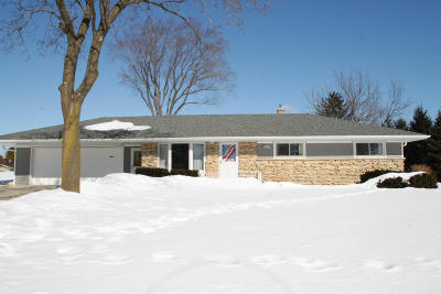 New Berlin Single Family Home Active Contingent With Offer: 13400 W Ferguson Rd