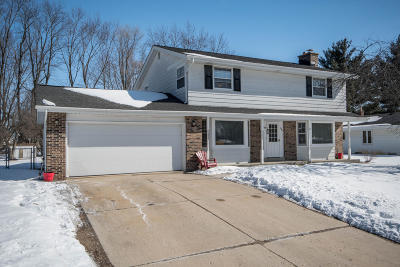 Waukesha Single Family Home Active Contingent With Offer: 1609 Chapman Dr
