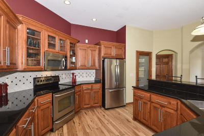 Pewaukee Single Family Home Active Contingent With Offer: W273n1531 Lakefield Dr