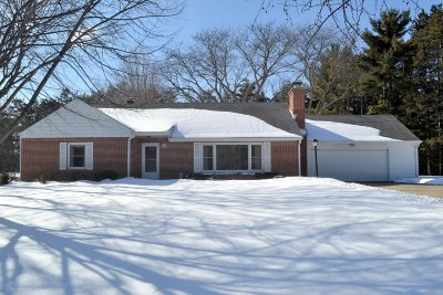 Waukesha Single Family Home Active Contingent With Offer: W270s3697 Merrill Hills Rd