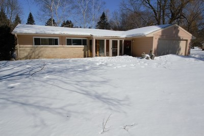 Mequon Single Family Home Active Contingent With Offer: 5422 W Sunnyside Dr