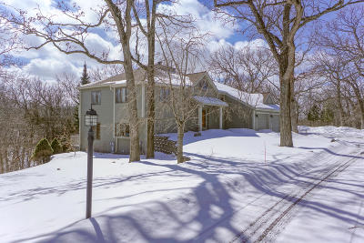Delafield Single Family Home Active Contingent With Offer: S1w31450 Hickory Hollow Ct