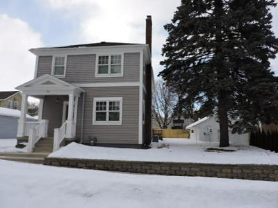 Sheboygan Single Family Home Active Contingent With Offer: 324 Michigan Ave