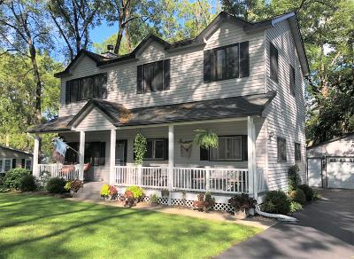 Lake Geneva Single Family Home Active Contingent With Offer: N2436 Shoreview Dr