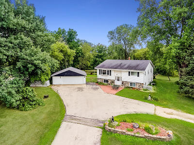 West Bend Single Family Home For Sale: 3305 Beaver Dam Rd