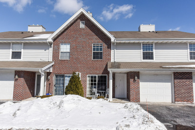 Pewaukee Condo/Townhouse Active Contingent With Offer: 625 Westfield Way #C