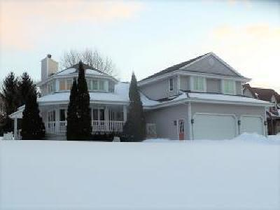 West Bend Single Family Home Active Contingent With Offer: 3977 Margolis Dr