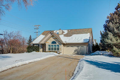 Brookfield Single Family Home For Sale: 440 Fairway Dr