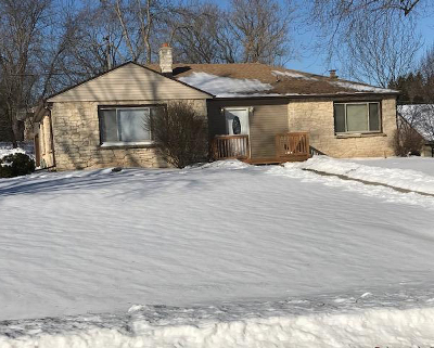 Brookfield Single Family Home Active Contingent With Offer: 1025 Garvens Ave