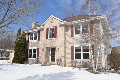 Waukesha Single Family Home Active Contingent With Offer: 22110 W Ridge Rd