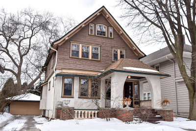 Milwaukee Single Family Home Active Contingent With Offer: 2861 N Frederick Ave