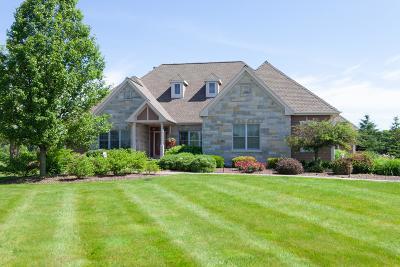 Cedarburg Single Family Home For Sale: 11810 Hidden Valley Dr