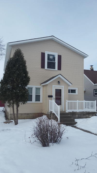 Milwaukee Single Family Home Active Contingent With Offer: 4433 S Pine Ave