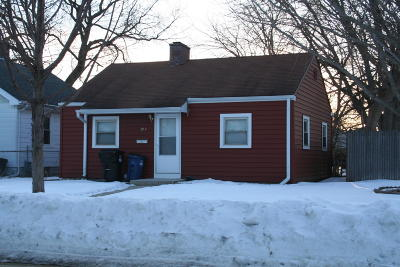 Racine Single Family Home For Sale: 2044 Cleveland Ave