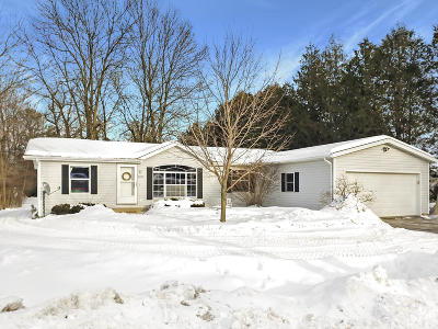 Sheboygan Single Family Home Active Contingent With Offer: 2329 N 38th