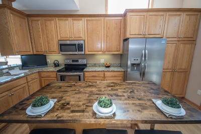 Waukesha Condo/Townhouse Active Contingent With Offer: 501 Spring Crest Cir