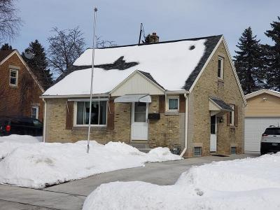 Sheboygan Single Family Home Active Contingent With Offer: 617 N 27th St