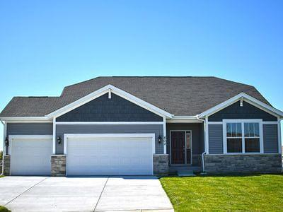 Single Family Home For Sale: W241n5664 Maple Grove Ln