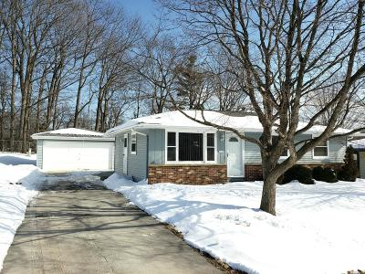 Sheboygan Single Family Home Active Contingent With Offer: 1740 Camelot Blvd