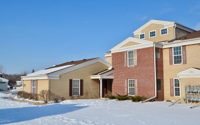 Pewaukee Condo/Townhouse Active Contingent With Offer: N16w26583 Wild Oats Dr #G