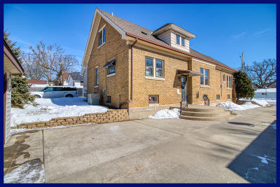 Waukesha Single Family Home Active Contingent With Offer: 834 Genesee St