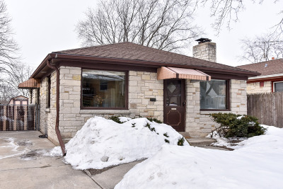 West Allis Single Family Home Active Contingent With Offer: 2621 S 77th St