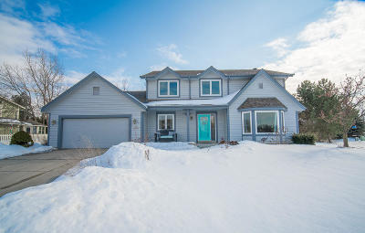 Menomonee Falls Single Family Home Active Contingent With Offer: N48w17415 Thornapple Ct
